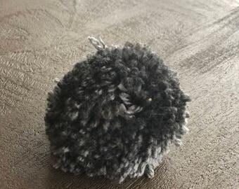 Medium grey pompom