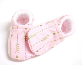 Arrow Pink Baby shoes, baby shoes girl, soft sole, baby booties, baby boots, toddler shoes, baby girl shoes, baby moccasins, metallic gold