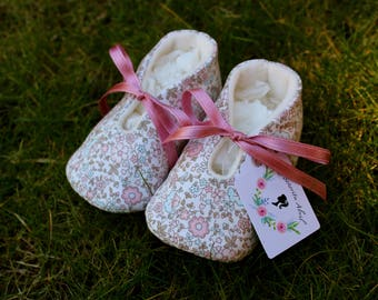 Flower and butterfly baby shoes (rose bow) - Several Sizes
