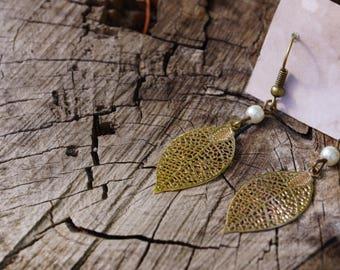 Gold filigree leaf earring