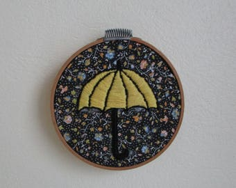 "Frame with handmade embroidery ""Yellow Parapluie"""