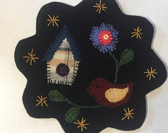 "7.5"" All Wool Top Bird and Birdhouse Applique Table Mat or Wall Hanging"