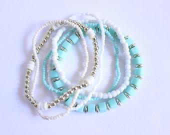 Womens blue bead bracelet