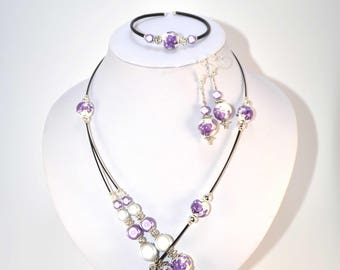 Set beads on cable colour purple and white (n25)