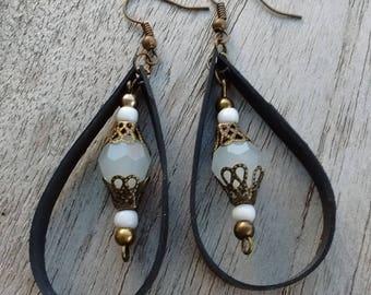 Earrings drops in inner inner and pearls - dangle earrings - earrings white and bronze - lightweight earrings