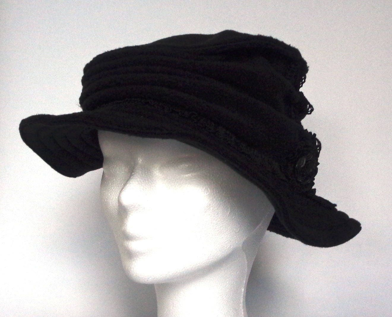 chapeau femme en polaire noir taille l crooked hat. Black Bedroom Furniture Sets. Home Design Ideas