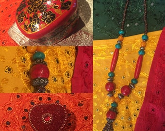 Red chic ethnic necklace