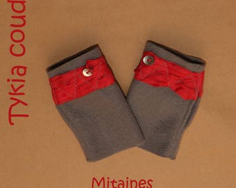 Fingerless gloves in grey fleece, red trim and metal buttons