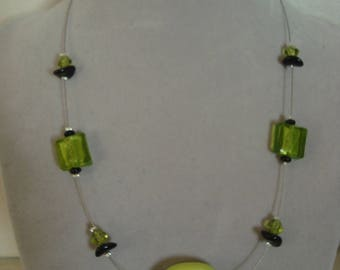 Fashion necklace simple green and Black Pearl