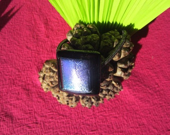 Elastic ponytail in black glass and iridescent metal decor