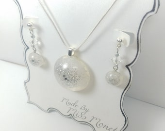 A Never-Ending Blizzard Encapsulated in Sun-Catching Resin Dangle Earrings and Resin Pendant