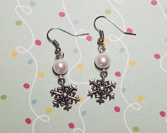 Snowflake and pearl earring