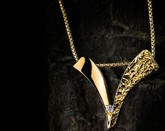 """Kamon-NobNo Collection-""""V"""" 750ger gold pendant with real brilliant (without chain)"""