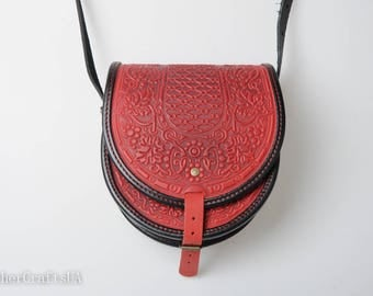 Red purse womens, round leather bag, womens red bag, crossbody bag, tooled red+black bag, gift for her, stylish shoulder bag, embossed bag