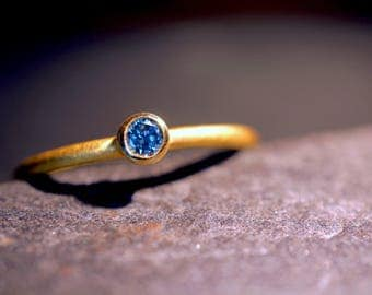 Gold ring with blue Diamond 0.07 ct