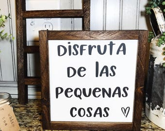 FARMHOUSE|RUSTIC| Enjoy The Little Things sign. Farmhouse style. Rustic. Wood sign. Spanish sayings. Spanish signs