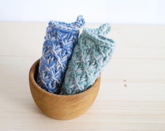 Knitted potholder, wool hot pad, kitchen hand knitted, kitchen decor, insulator, housewares, hostess gifts, Shower Gift, Gift under 20