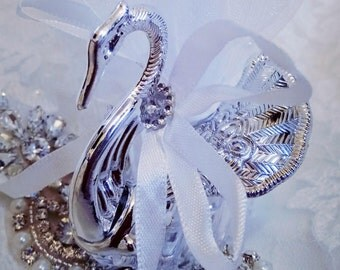 Elegant Swan Favours