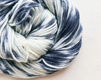 CHARCOAL CREAM hand dyed yarn speckle. choose your base from fingering, sock, dk, or bulky yarn. merino wool. black and white speckle yarn