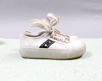 90's Black and White Star Studded Platform Club Kid Shoes in Size US Women's 5.5 . 1990s Grunge Hip Hop Sneakers Dance Kawaii Fun