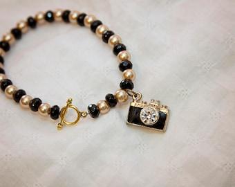 Camera charm bracelet, camera charm jewelry, gift for photographer, photographer gift, camera jewelry, gift for wedding photographer