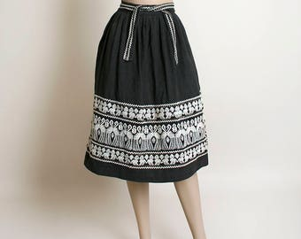 Vintage Guatemalan Skirt - Embroidered Bird & Dog Black and White Mexican Skirt - Hand Loomed - Wrap Waist Tie - Textile - Small