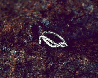 Silver Earthworm Slim Crossover Ring