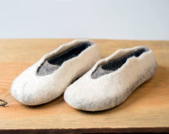 Warm wool slippers for women Felted wool slippers Black gray slippers in handmade in natural wool Traditional felted wool valenki