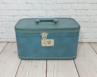 Vintage Blue Towncraft Train Case Cosmetics Case With Key
