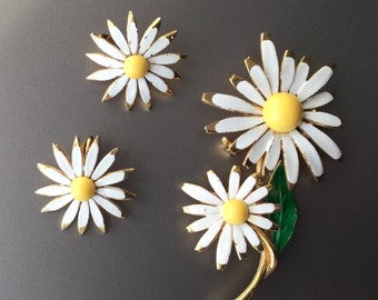 Vintage Enamel Daisy Clip Back Earrings and Brooch Set - Hippie Happy Daisies - Demi Parure