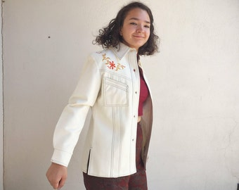 Vintage Women's Size M (fits like US 8) white faux leather jacket Western shirt kitschy 1950s