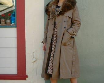 Trench Coat / 70s Coat / 70s Trench Coat / 1970s Coat / Fur Collar/ Coat For Women/ Jacket For Women / Vintage / Astral Boutique