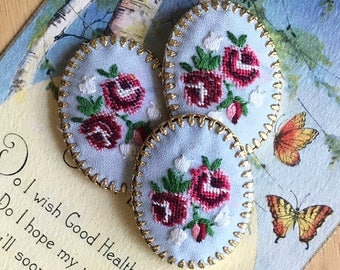 Petit point, Vintage Hobe Cabochon Jewelry Violets Flowers Embroidery Silk Gold Plate Garden Flowers Shabby chic Brass (1488C)