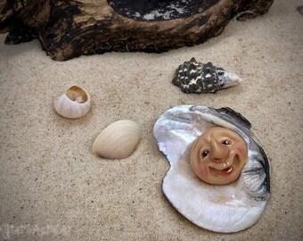 Schellē Schrume© Handsculpted Faces in Lake Erie Clam Mollusks