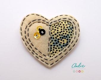 Felt and fabric heart brooch - Beige felt heart brooch - Felt and African fabric brooch