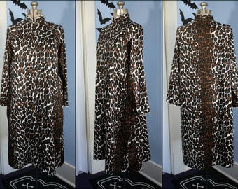 Vintage Leopard Loungewear Womens 1970s Size Medium Comfy Retro Pajamas Zip Up Robe Sex Kitten Pinup New York Heart New York