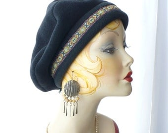 Men's/Woman's Black Fleece Beret with Renaissance Trim