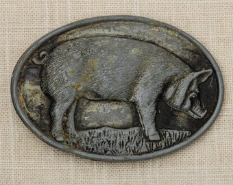 Pig Belt Buckle Butcher Farmer Sow Pewter Oval Wayne Feeds Limited Edition Vintage Agricultural 7Q