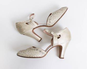 Vintage 1940s Heels - Ivory Satin Rhinestone Soutache Peep Toe Pumps - Sz 8.5 AA Narrow