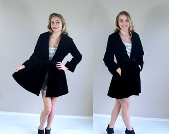 vtg 80s black VELVET Victorian SWING COAT Medium oversized collar romantic steampunk jacket outerwear avant garde