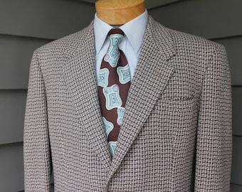 vintage c. 1953 -Herbert Tailoring- Men's -big yarn tweed- sport coat.  Bold look.  2 button - Darted - Wide Shoulder. Size 42 Reg