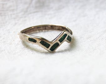 Southwestern Turquoise Ring Band Size 7 .75 Sterling Silver Vintage Zig Zag Chip Turquoise