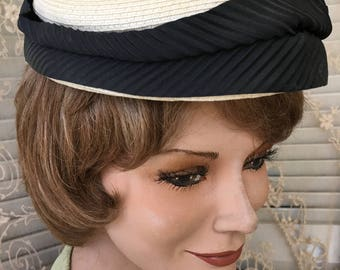 Cute Little 1950's Pillbox Style Hat