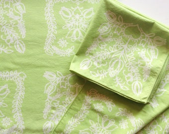Vintage Spring Green and White Cotton Oblong Tablecloth with Napkins