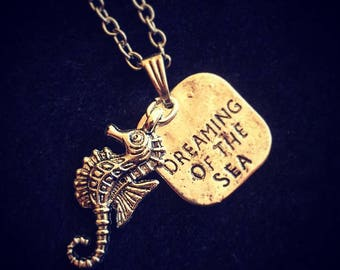 Cluster charm necklace: Dreaming of the sea. Seahorse pendant.