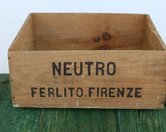 Vintage wooden Neutro crate from Florence