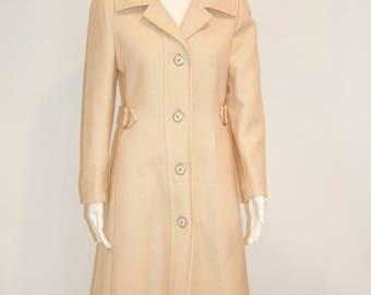 Vintage 1970s Beautifully Detailed Beige Coat