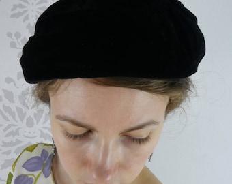 VINTAGE VELVET HAT 1950s Black Beret Ribbon Chapeau