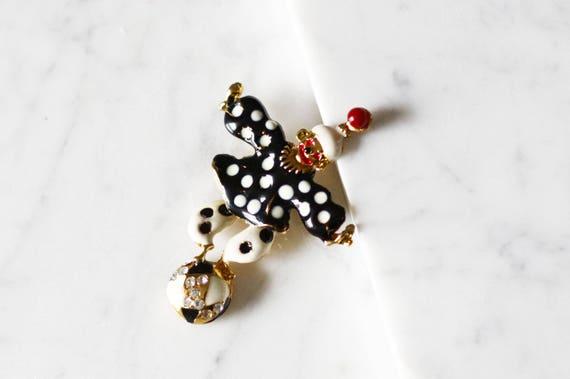 1960s novelty clown on a ball brooch // 1960s novelty pin // vintage brooch
