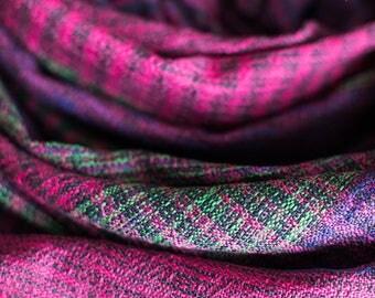 Handwoven stole. Weaving. Handmade. Cotton.